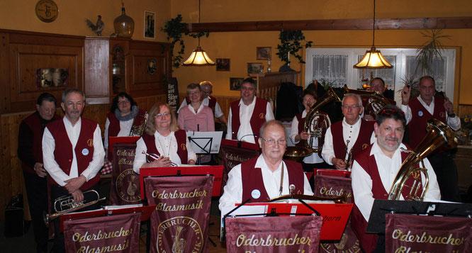 Musikalisch gratulierte die Oderbrucher Blasmusik einem Jubilaren zu seinem Ehrentag