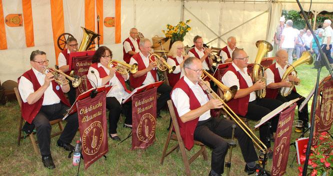 Zum 22. Backofenfest gab es Backwaren von Hand des Bäckermeisters Baumgärtel und Blasmusik live von der Oderbrucher Blasmusik