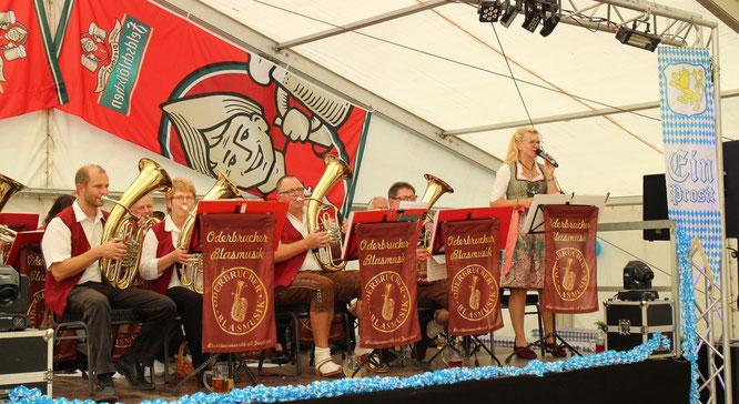 Die Oderbrucher Blasmusik spielte zum 3. Oktoberfest in Gorgast
