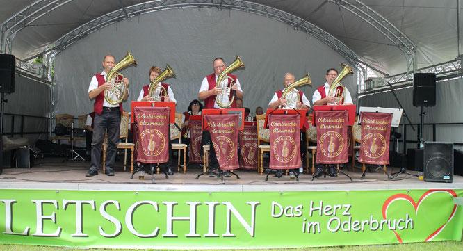Die Oderbrucher Blasmusik gratuliert den Ortwigern zum 670. Jubiläum