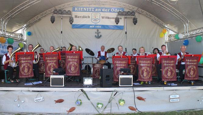Musikalisches Wecken zum Auftakt des Hafenfestes in Kienitz