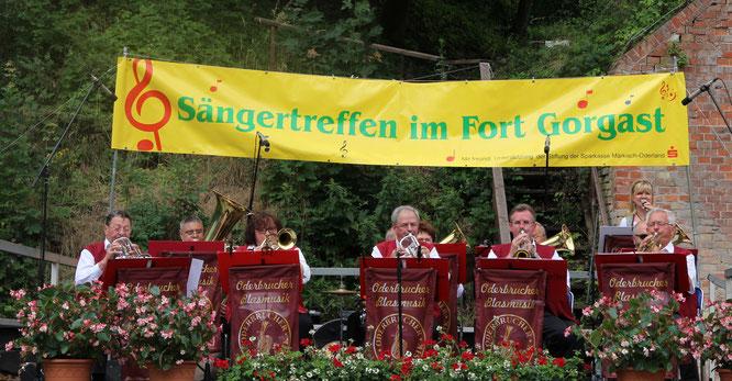 Die Oderbrucher Blasmusik gratulierte dem Oderbruchchor Manschnow zum Jubiläumstreffen