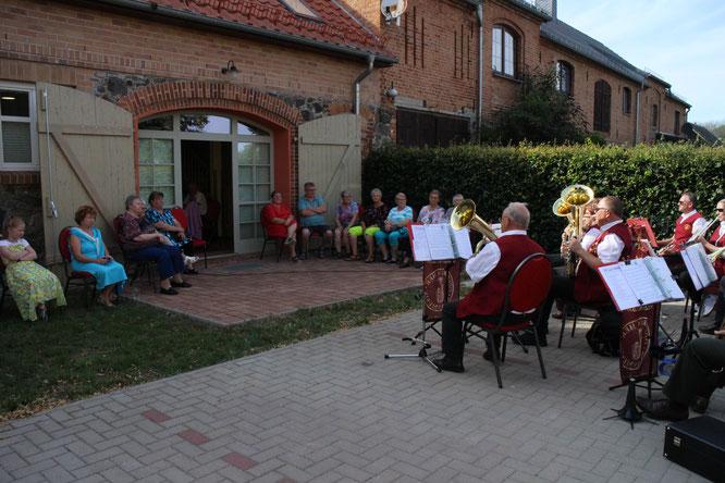 Die Oderbrucher Blasmusik zu Gast beim Arensdorfer Seniorenverein