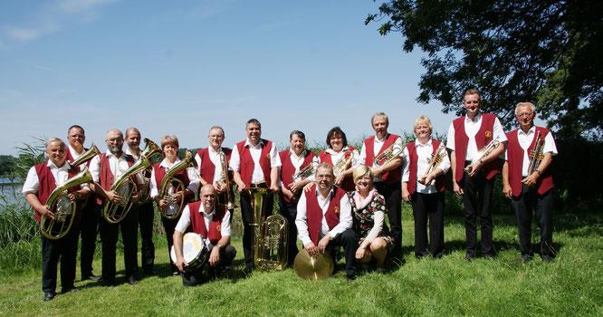 Die Oderbrucher Blasmusik spielt auf zum 20. Fischerfest am Altfriedländer Klostersee