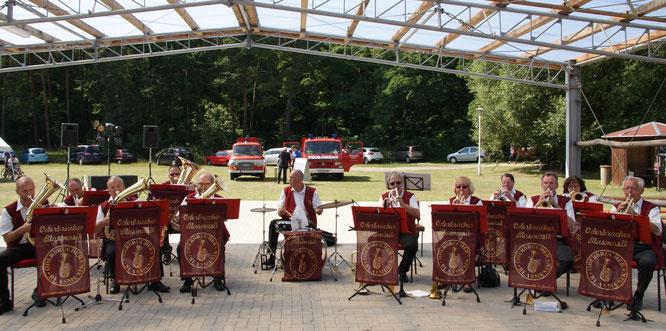 Heut spielt die Blasmusik zum Dorffest in Arensdorf