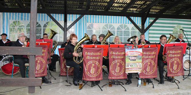 Die Oderbrucher Blasmusik eröffnete das Nachmittagsprogramm am Landfrauencafè