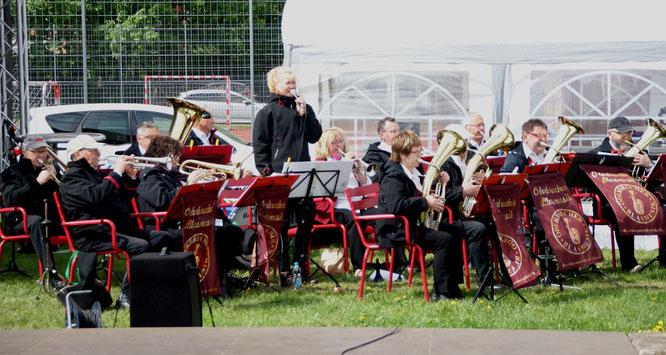 Zünftige Blasmusik in der Sparkassen-Arena zum Ausklang des Seelower Maifestes