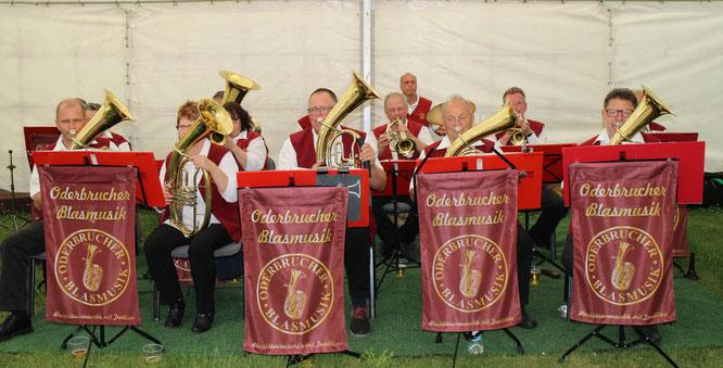 Die Oderbrucher Blasmusik gratuliert zum 112. Jubiläum der FFW Gusow