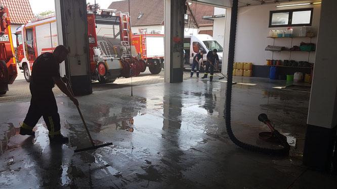 BF24: Reinigung der Fahrzeughalle