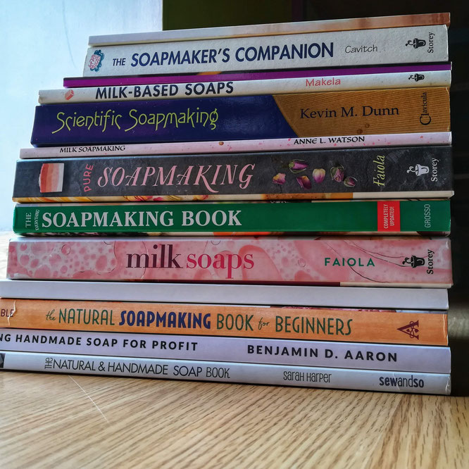 Quand je m'intéresse à un savoir, j'aime avoir une bibliothèque bien remplie sur ce thème ! C'est ma manière d'apprendre, seule et avec des mots.