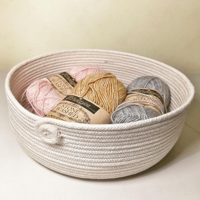 Offrir de joli panier de cordes avec des petites surprises dedans