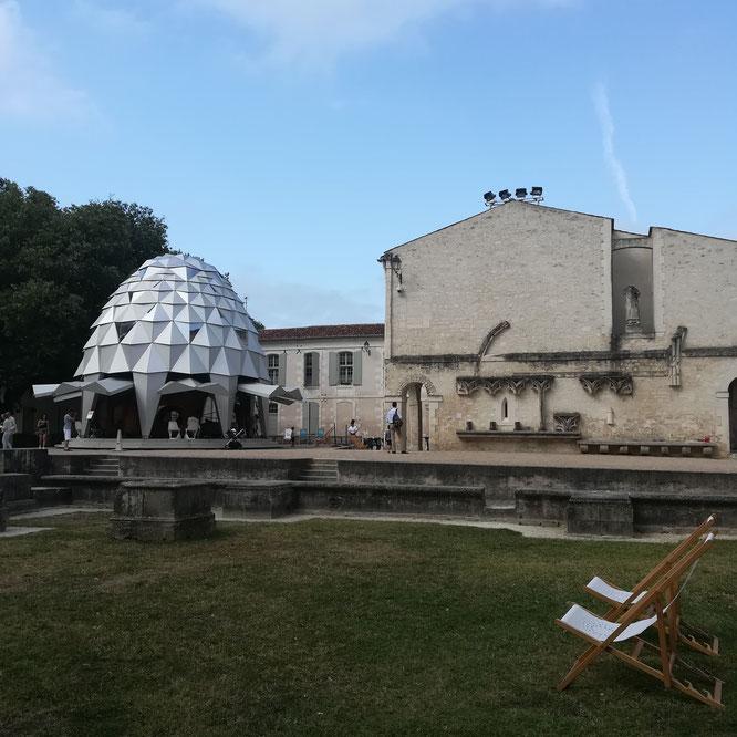 Le bazilik à l'abbaye des dames, Saintes