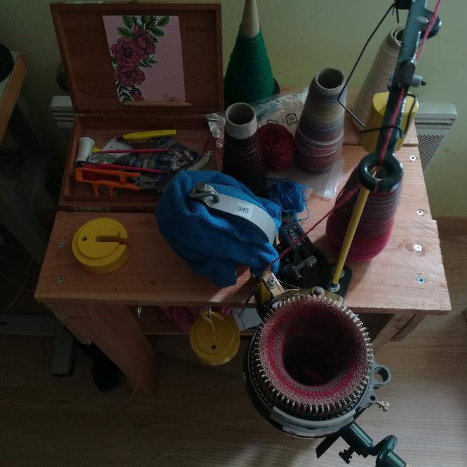 L'automne est là. Et mes envies d'atelier d'hiver reviennent. Tissage, tricot et peut-être patchwork au programme!