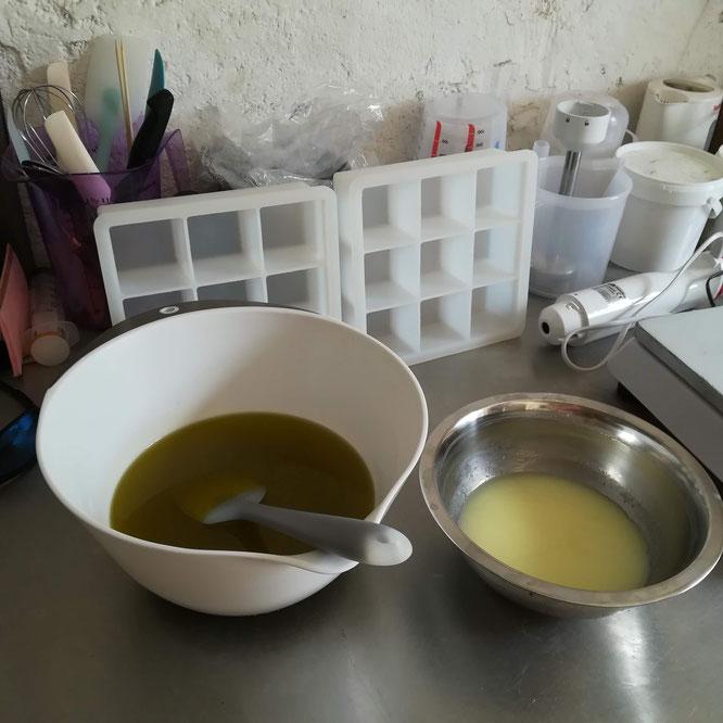 Un savon tout simple : huile d'olive, argile blanche et lait de chèvre