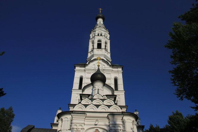 Finnische Kirche am Weg zur Strandpromenade