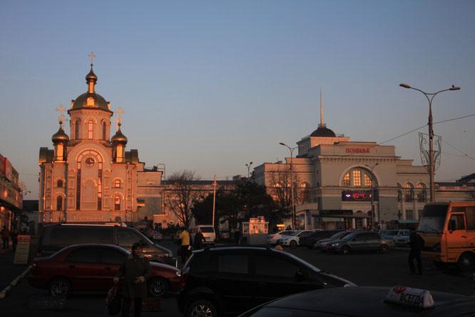 """Bahnhof und orthodoxe Kirche in Donetsk - Dank """"regionalem Sonderstatus"""" bald wieder mit der Ukraine verbunden?"""
