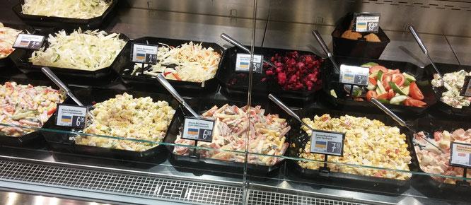 Auch kleinere Supermärkte verfügen über eine Salatbar