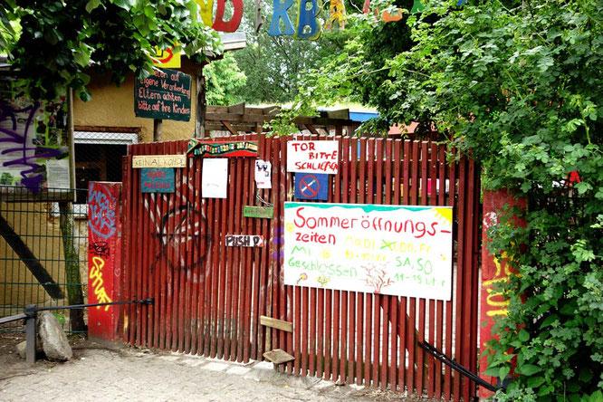 Bild: Eingang Kinderbauernhof im Görlitzer Park, Berlin