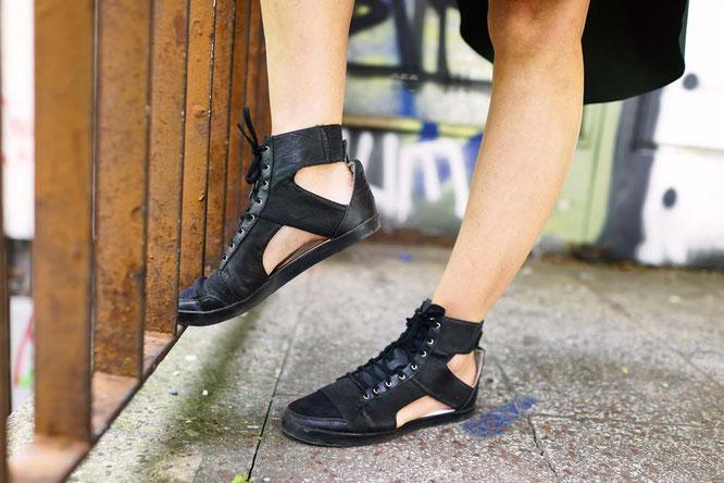 Bild: Adiddas Sneaker schwarz Sandalen
