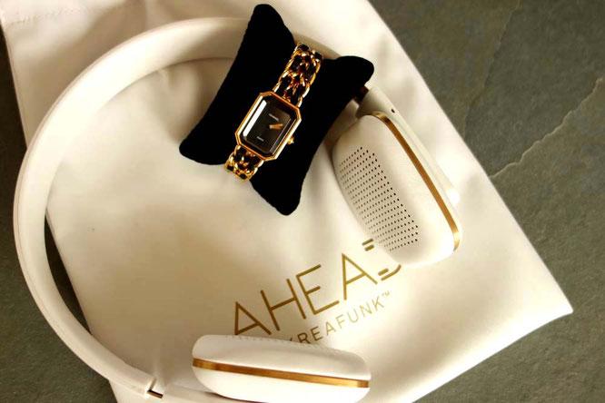 Bild: Chanel-Uhr in schwarz-gold und Kreafunk-Kopfhörer in weiß-gold