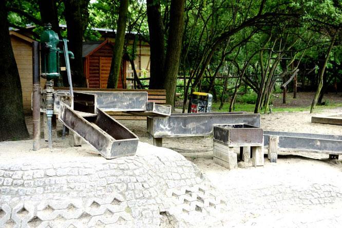 BIld: Wasserspiel, Kinderbauernhof, Görlitzer Park, Berlin