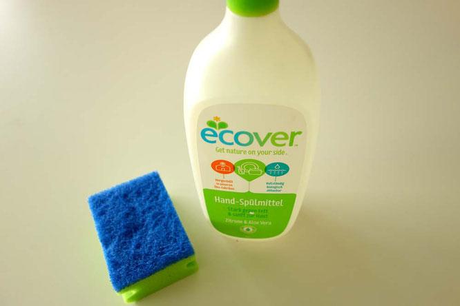 Bild: Mit Spülmittel von Ecover Ledermöbel reinigen