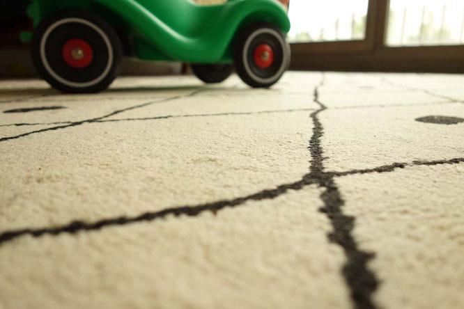Bild: Bobbycar auf Teppich