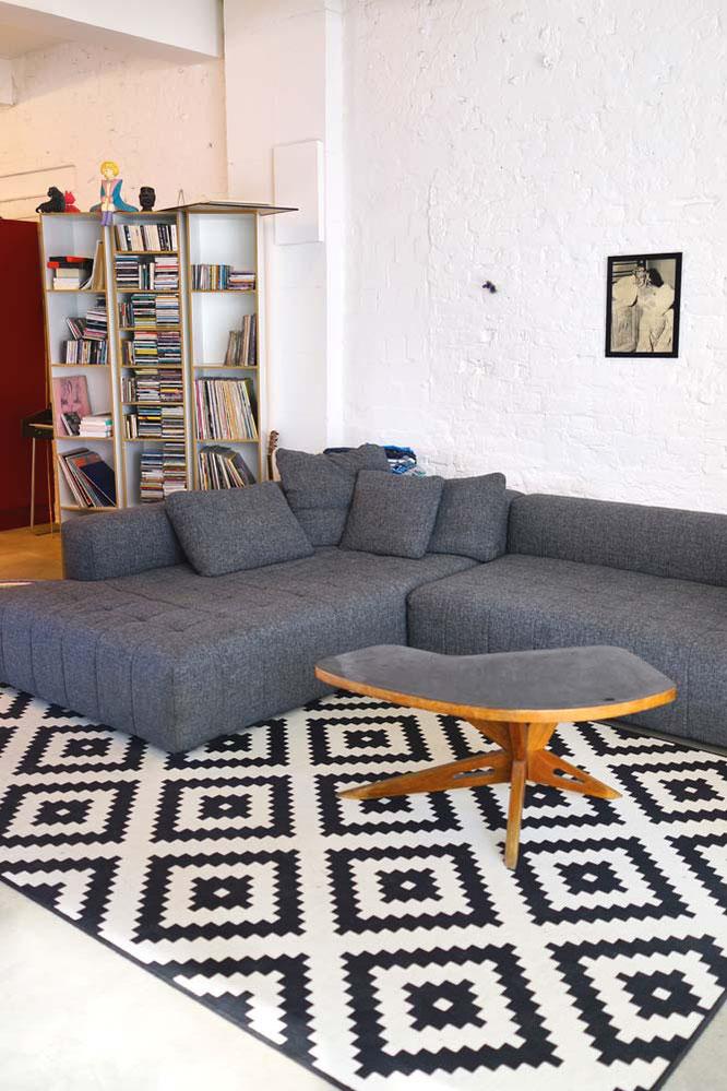 Der Wohnzimmerbereich (hinter dem Regal das Klavier versteckt)