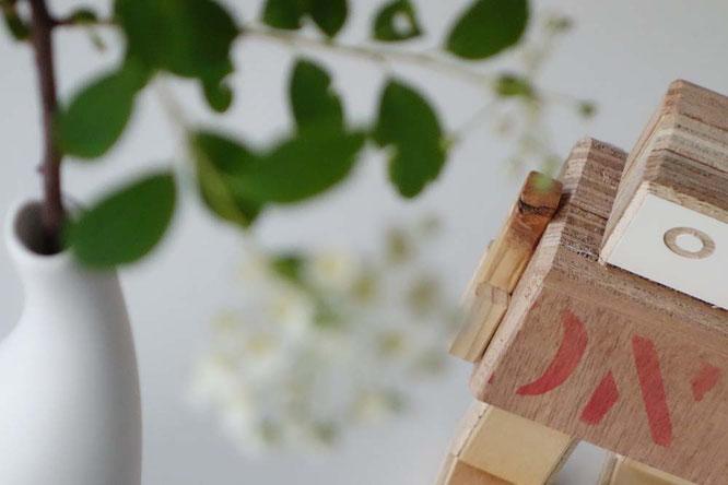Bild: Vase und Roboter