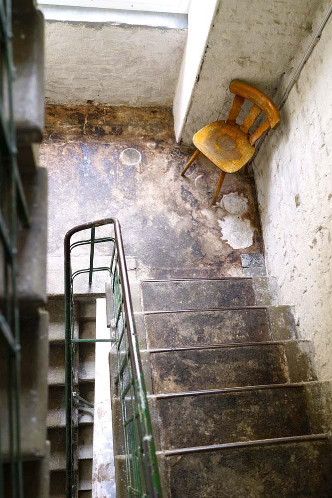 Bild: Alter Stuhl in ehemaliger Fabrik, Berlin Mitte