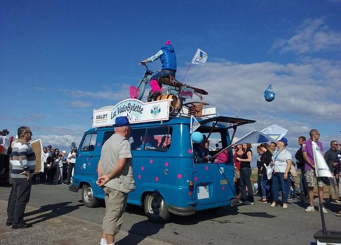 Quelques Estafette parsemaient la caravane publicitaire du GP Meule Bleue.