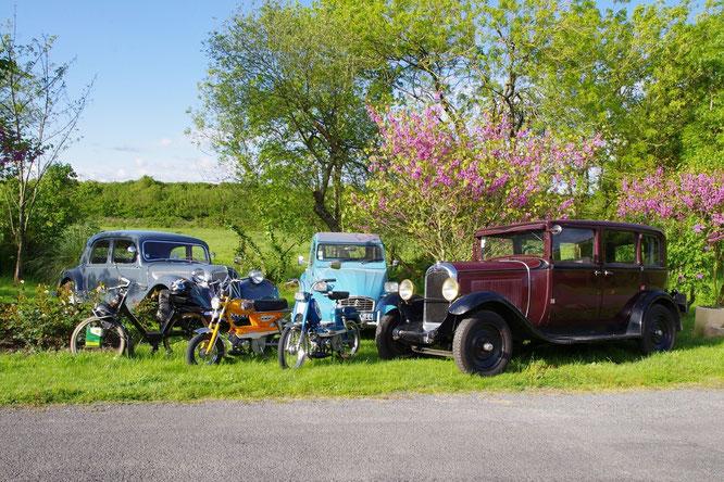 Le GT10 au milieu d'autres vieilles dames, quelques jours avant une exposition de véhicules anciens organisées dans ma commune - Mai 2014