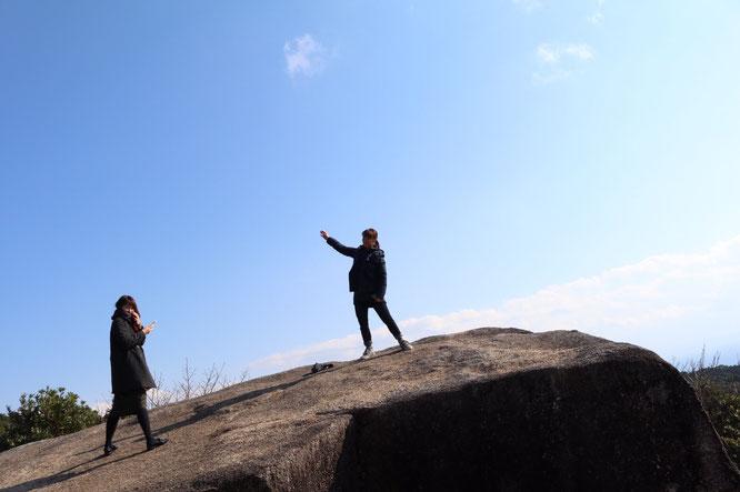 千畳敷岩の上でやいのやいの。