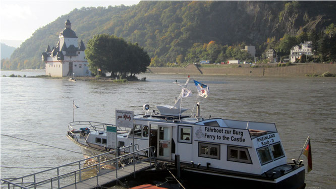 Die Fähre zur Burg Pfalzgrafenstein