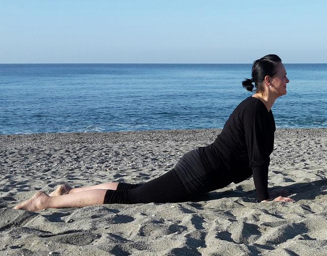 Yoga-Übung am Meer