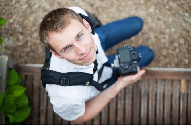 Malte Reiter  ist Unternehmens- und Hochzeitsfotograf. Er fotografiert seit dem 18. Lebensjahr gewerblich für diverse Firmen und Privatleute. Im Januar 2012 eröffnete Malte Reiter sein erstes Fotostudio.