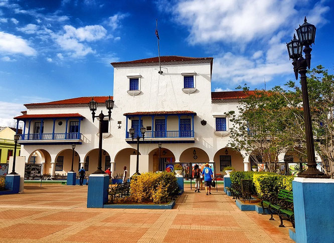 Rathaus von Santiago de Cuba-came.saw.travelled-Reiseblog-Reise-Inspirarion-Kuba-Trip