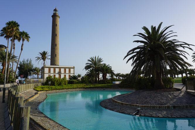 Der Leuchtturm von Maspalomas befindet sich in der Nähe der Dünen und liegt im Stadtteil Meloneras