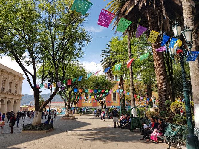 plaza-de-31-de-marzo-zocalo-mexiko-rundreise-san-cristobal-reiseblog-deutsch