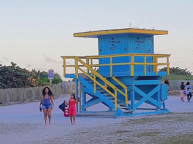 Die Rettungsschwimmerhäuschen am South Beach