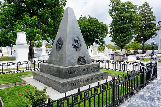 Das Grab der Familie Bacardí, Cementerio Santa Ifigenia, Santiago de Cuba-came.saw.travelled-Reiseblog