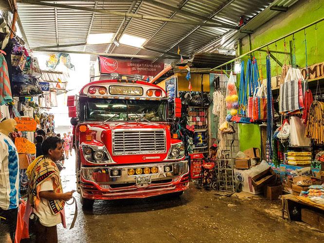guatemala-flores-markt-chicken-bus-reiseblog-reisetips