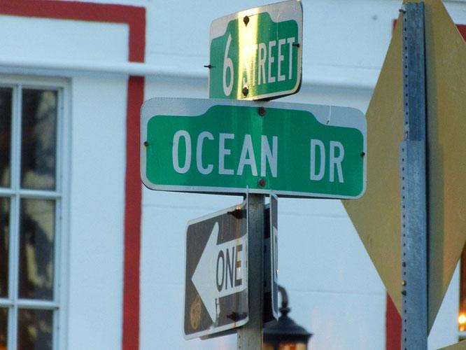 Das Schild des berühmten Ocean Drive