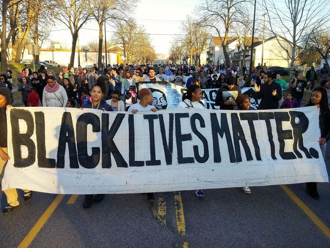 ジャマール・クラーク銃乱射事件への抗議デモ行進(2015年11月、ミネソタ州ミネアポリス)