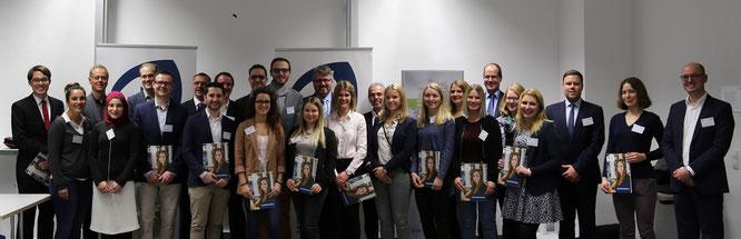 Stipendiatinnen und Stipendiaten und Förderer bei der Vergabefeier des Deutschlandstipendiums 2017. Foto:Hochschule Worms