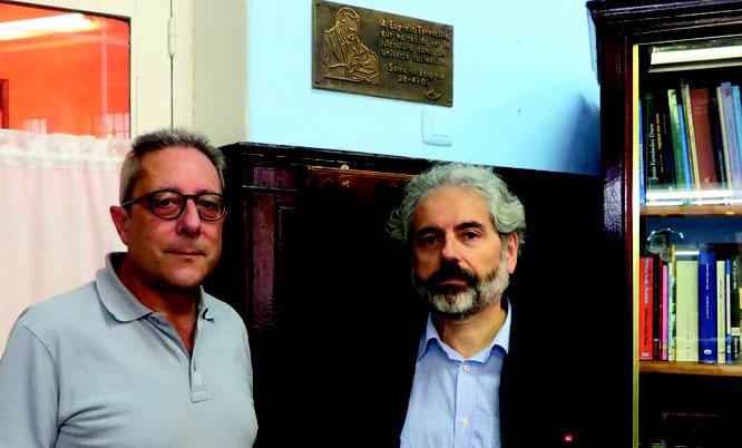 Biblioteca de La Montera, con Helios ante la placa de Torrecilla.