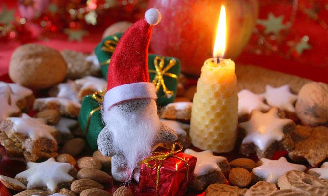 Unser Nikolaus wird die Kinder wieder mit prall gefüllten Tüten erfreuen (Foto: Stephanie Hofschlaeger pixelio)