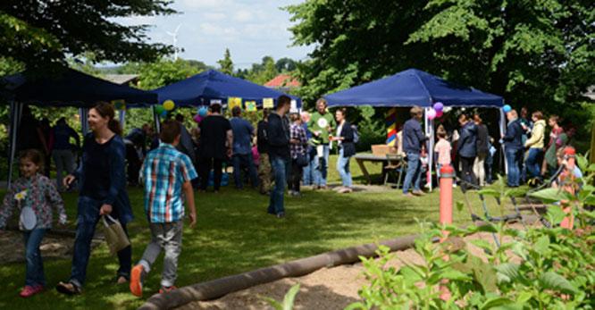 Einige Stationen des Kinderfest-Spieleparcours auf und am Spielplatz der Kleingartenanlage. Foto: Archiv/GSW