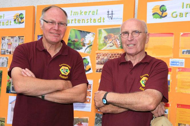 Die Gartenstadt-Imker Guntram Hahn und Wilfried Krüger (von links) öffnen am Sonntag, 19. August, für zwei Stunden ihre Imkerei und geben einen Einblick in das faszinierende Hobby der Bienenhaltung. Foto: Gartenstadt/oeg