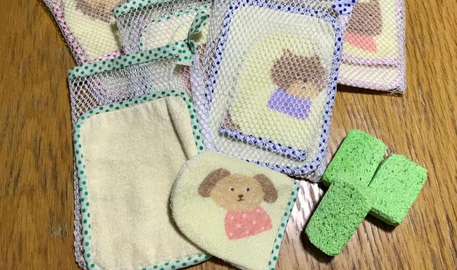 オンラインレッスンのモンテッソーリ活動で、日常生活の練習を行うために手作りの台拭きセットを送付しました。